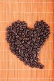 Καρδιά καφές-φασολιών Στοκ Φωτογραφία