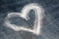 Καρδιά με την κιμωλία στα τζιν Στοκ φωτογραφίες με δικαίωμα ελεύθερης χρήσης