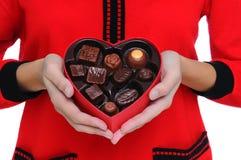 καρδιά που κρατά την κόκκιν Στοκ Φωτογραφία