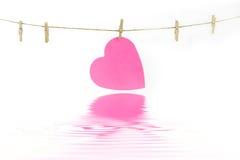 Καρδιά σε μια γραμμή ενδυμάτων Στοκ Εικόνα