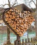 Καρδιά των κούτσουρων με τη στέγη μετάλλων Στοκ Εικόνα