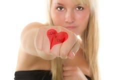 καρδιά χεριών κοριτσιών α&upsilo Στοκ Εικόνες
