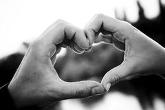 καρδιά χεριών που διαμορφώνεται Στοκ εικόνα με δικαίωμα ελεύθερης χρήσης