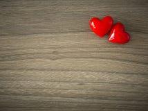 Καρδιές βαλεντίνων στο ξύλινο υπόβαθρο στοκ φωτογραφίες