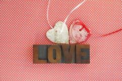 Καρδιές και αγάπη στα σημεία Πόλκα Στοκ φωτογραφίες με δικαίωμα ελεύθερης χρήσης