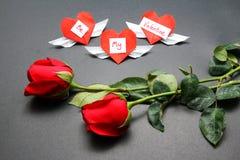 Καρδιές και τριαντάφυλλα ημέρας βαλεντίνων Στοκ φωτογραφίες με δικαίωμα ελεύθερης χρήσης