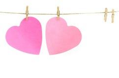 Καρδιές σε μια γραμμή ενδυμάτων Στοκ εικόνες με δικαίωμα ελεύθερης χρήσης