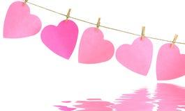 Καρδιές σε μια γραμμή ενδυμάτων Στοκ εικόνα με δικαίωμα ελεύθερης χρήσης