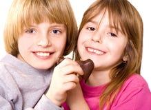 καρδιές σοκολάτας παιδιών Στοκ Φωτογραφία