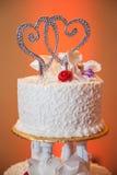 Καρδιές στο γαμήλιο κέικ Στοκ Εικόνες