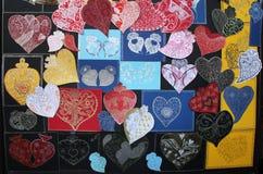 καρδιές χεριών που χρωματί Στοκ Εικόνες