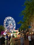 Καρναβάλι με τη ρόδα Ferris Στοκ φωτογραφία με δικαίωμα ελεύθερης χρήσης