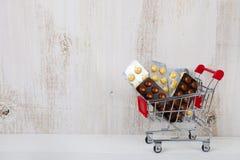 καροτσάκι αγορών χαπιών Στοκ Εικόνα