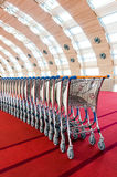 Καροτσάκι αποσκευών που συσσωρεύεται μαζί στον αερολιμένα Στοκ εικόνα με δικαίωμα ελεύθερης χρήσης