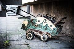 Καροτσάκι που χρησιμοποιείται τώρα ως wheelbarrow Στοκ φωτογραφίες με δικαίωμα ελεύθερης χρήσης