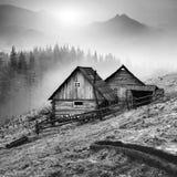 Καρπάθιο χωριό βουνών μαύρο λευκό στοκ φωτογραφίες