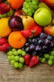 καρποί μάγκο, λεμόνι, δαμάσκηνο, σταφύλι, αχλάδι, πορτοκάλι, Apple, μπανάνα, Στοκ Εικόνες