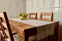 Καρποί στον ξύλινο πίνακα Στοκ Εικόνα