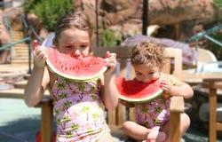 καρπούζι κοριτσιών Στοκ Φωτογραφία