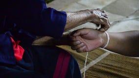 Καρπός που δένει την ταϊλανδική τελετή ευλογίας απόθεμα βίντεο