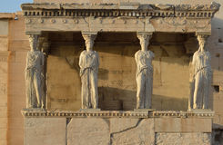 Καρυάτιδες Erechteion, Parthenon στην ακρόπολη στην Αθήνα Στοκ Φωτογραφίες