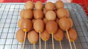 Καρυκευμένη φρυγανιά chickeื οβελίδια αυγών Στοκ Φωτογραφία