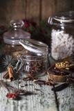 καρυκεύματα βάζων γυαλ&iota Στοκ Εικόνες