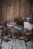 καρυκεύματα βάζων γυαλ&iota Στοκ εικόνα με δικαίωμα ελεύθερης χρήσης
