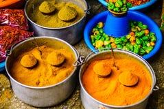 Καρυκεύματα ποικιλίας στην αγορά σε Oaxaca Πωλώντας σιτάρια και καρυκεύματα αγοράς σε Oaxaca, Μεξικό στοκ φωτογραφίες