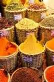 Καρυκεύματα στην επίδειξη στο μεγάλο Bazaar στη Ιστανμπούλ, Τουρκία Στοκ Εικόνα