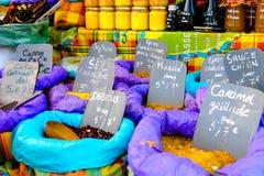 Καρυκεύματα στην πώληση σε έναν στάβλο αγοράς Στοκ Φωτογραφία