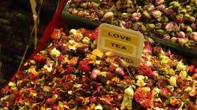Καρυκεύματα τσαγιού αγάπης στο καρύκευμα Bazaar στη Ιστανμπούλ στοκ εικόνες