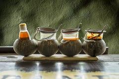 Καρυκεύοντας για τη γεύση τα ταϊλανδικά τρόφιμα (νουντλς και mush) Στοκ φωτογραφίες με δικαίωμα ελεύθερης χρήσης