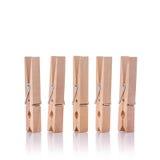 καρφίτσα ενδυμάτων ξύλινη beeing έννοιας λευκό τεχνολογίας συνδέσμων απομονωμένο εστίαση καλυμμένο στούντιο Στοκ Εικόνες