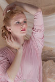 καρφίτσα-επάνω πλάνο ύφους της δεκαετίας του '40 της όμορφης νέας γυναίκας στοκ φωτογραφία με δικαίωμα ελεύθερης χρήσης