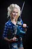 Καρφίτσα-επάνω σε ξανθό με το βιομηχανικό σφυρί Στοκ φωτογραφίες με δικαίωμα ελεύθερης χρήσης