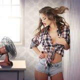 Καρφίτσα-επάνω στο κορίτσι μια καυτή θερινή ημέρα Στοκ φωτογραφία με δικαίωμα ελεύθερης χρήσης