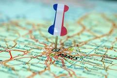 Καρφίτσα ώθησης με τη γαλλική σημαία στοκ εικόνες