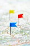 Καρφίτσες σημαιών σε έναν χάρτη Στοκ εικόνα με δικαίωμα ελεύθερης χρήσης