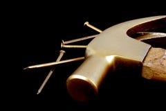 καρφιά σφυριών Στοκ Φωτογραφία