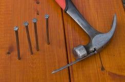 καρφιά σφυριών Στοκ φωτογραφία με δικαίωμα ελεύθερης χρήσης