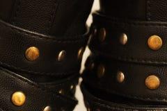 Καρφιά υποστήριξης χάλυβα στη μακροεντολή παπουτσιών δέρματος Στοκ φωτογραφία με δικαίωμα ελεύθερης χρήσης