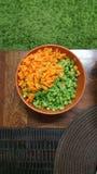 Καρότα και φρέσκες περικοπές φασολιών Στοκ εικόνα με δικαίωμα ελεύθερης χρήσης