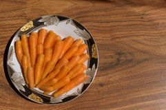 Καρότα οργανικά για ένα πρόχειρο φαγητό Στοκ Φωτογραφίες