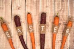 Καρότα Πάσχας σε ένα ξύλινο υπόβαθρο Στοκ Εικόνες