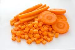 καρότα που χωρίζονται σε τετράγωνα που τεμαχίζονται Στοκ Εικόνες