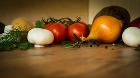Καρότο, ρίζα μαϊντανού, κολοκύθια, τεύτλο, κρεμμύδι, πράσο και ντομάτες Στοκ εικόνα με δικαίωμα ελεύθερης χρήσης