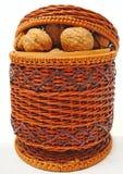 καρύδια καλαθιών Στοκ φωτογραφία με δικαίωμα ελεύθερης χρήσης