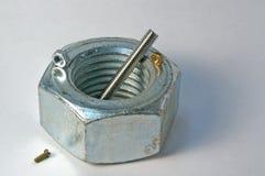 καρύδια μετάλλων μπουλονιών Στοκ φωτογραφία με δικαίωμα ελεύθερης χρήσης