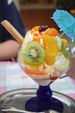 Καρύδια με το παγωτό και την κρέμα Στοκ φωτογραφίες με δικαίωμα ελεύθερης χρήσης